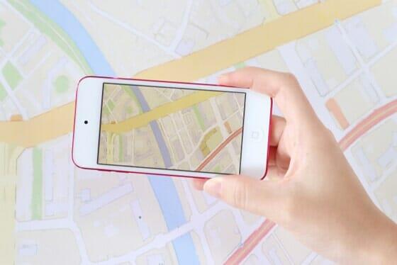 スマホ搭載GPSは道案内や家族の安否確認など浮気調査にも使える